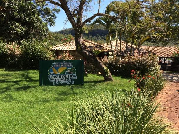 blog-vem-comigo-viagens-e-gastronomia-luiza-menezes-balneário-thermas-cachoeira-da-fumaça-1