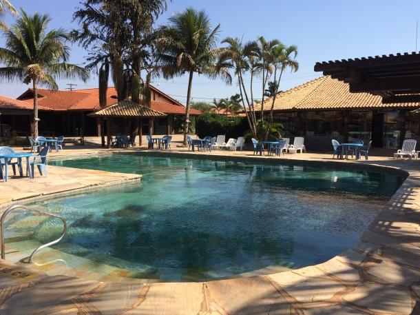 blog-vem-comigo-viagens-e-gastronomia-chapada-dos-guimarães-pousada-penhasco-piscina-adulto-foto-luiza-menezes