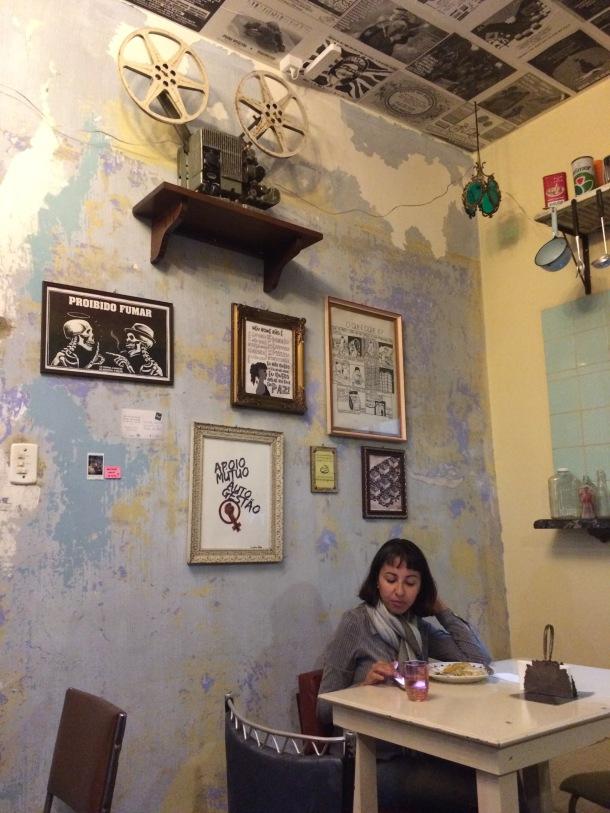 blog-vem-comigo-viagens-e-gastronomia-coletivo-germina-noite-de-burguer-cliente-foto-luiza-menezes