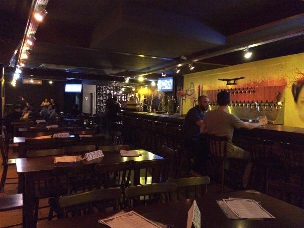 blog-vem-comigo-viagens-e-gastronomia-quentis-pub-porto-alegre-ambiente-foto-luiza-menezes