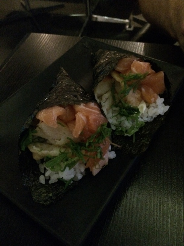 Blog-vem-comigo-viagens-e-gastronomia-luiza-menezes-porto-alegre-restaurante-hadouken-sushi-bar-temaki-de-camarao-salmao-e-cream-cheese