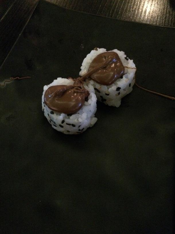 Blog-vem-comigo-viagens-e-gastronomia-luiza-menezes-porto-alegre-restaurante-hadouken-sushi-bar-uramaki-de-morango-com-creme-de-avela-