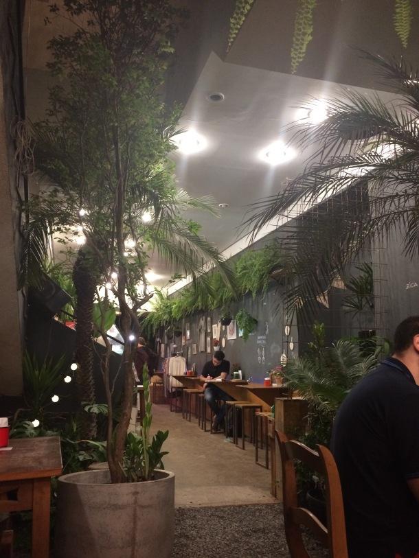 Blog-vem-comigo-viagens-e-gastronomia-luiza-menezes-porto-alegre-floricultura-cafeteria-ginkgo-788-ambiente-