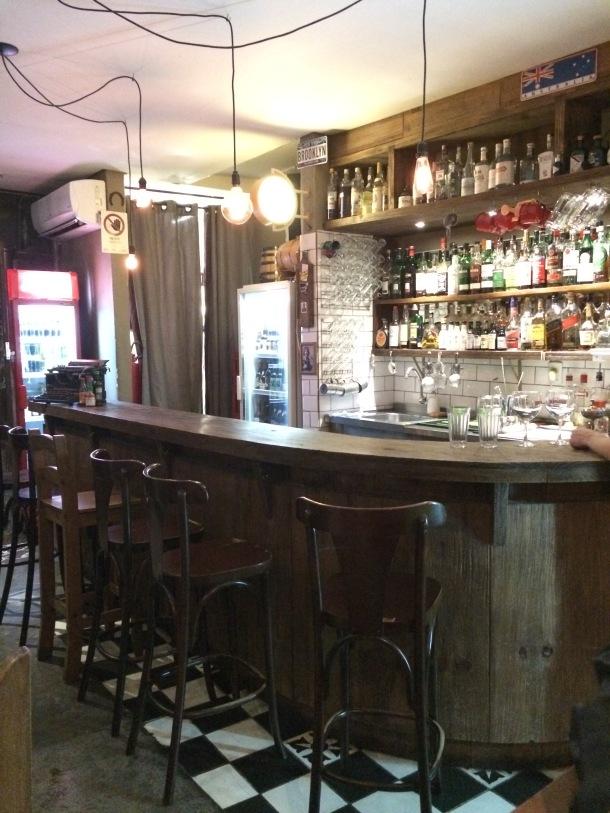 Blog-vem-comigo-viagens-e-gastronomia-luiza-menezes-porto-alegre-olivos657-ambiente-bar