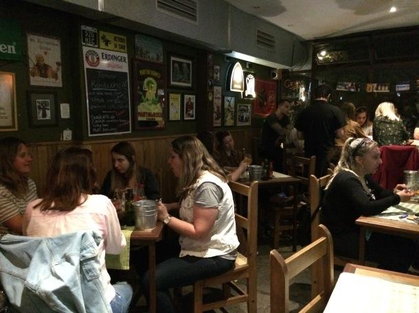 Blog-vem-comigo-viagens-e-gastronomia-luiza-menezes-porto-alegre-olivos657-ambiente-salão