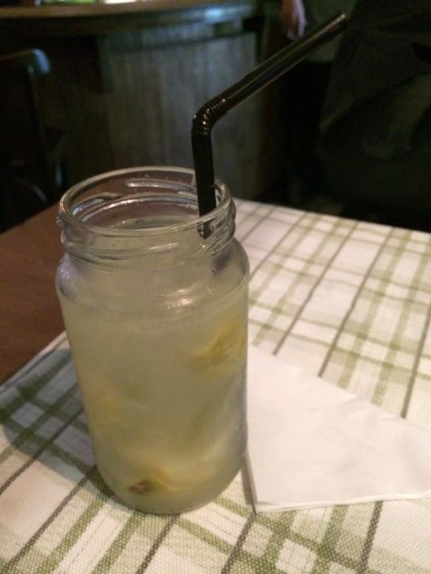 Blog-vem-comigo-viagens-e-gastronomia-luiza-menezes-porto-alegre-olivos657-drink-Caipirinha