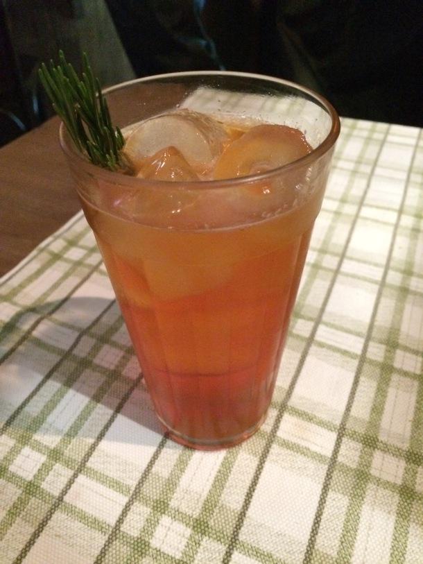 Blog-vem-comigo-viagens-e-gastronomia-luiza-menezes-porto-alegre-olivos657-drink-Spritz