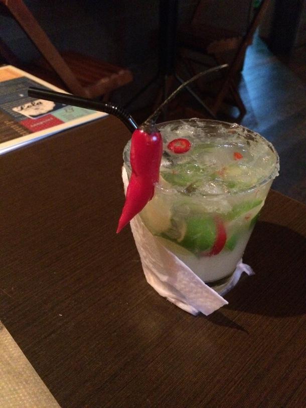 Blog-vem-comigo-viagens-e-gastronomia-luiza-menezes-porto-alegre-Lola-bar-de-tapas-drink-el-suador