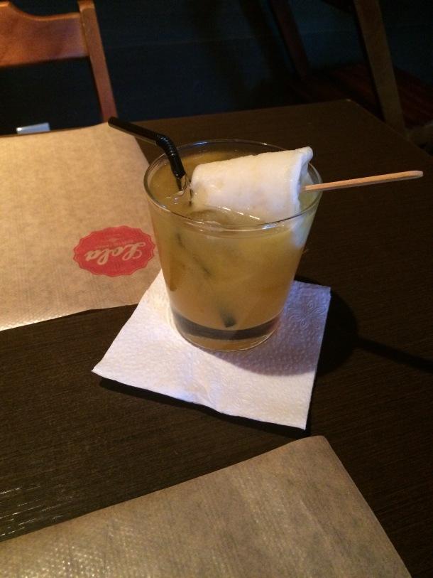 Blog-vem-comigo-viagens-e-gastronomia-luiza-menezes-porto-alegre-Lola-bar-de-tapas-drink-lolita