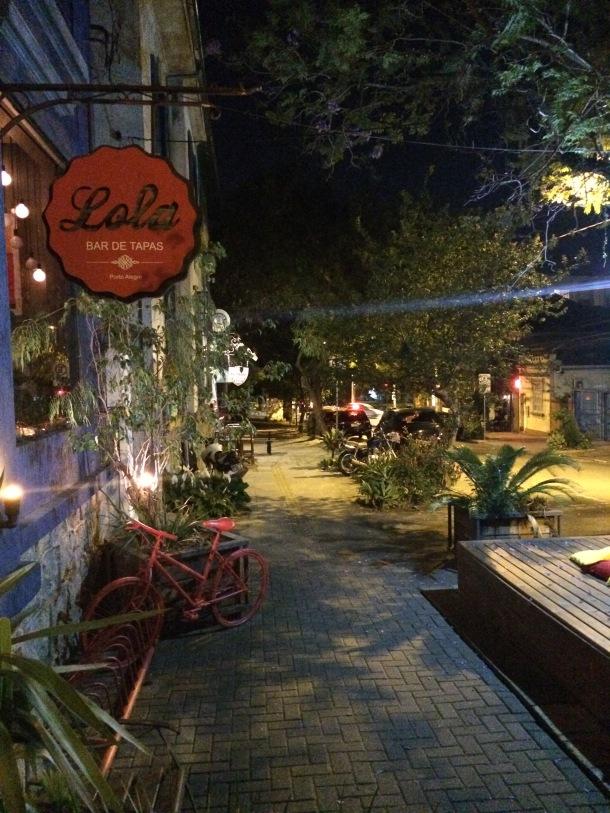 Blog-vem-comigo-viagens-e-gastronomia-luiza-menezes-porto-alegre-Lola-bar-de-tapas-rua