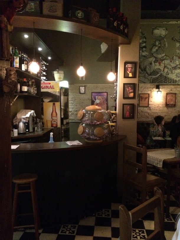Blog-vem-comigo-viagens-e-gastronomia-luiza-menezes-porto-alegre-olivos657-ambiente-baleiro