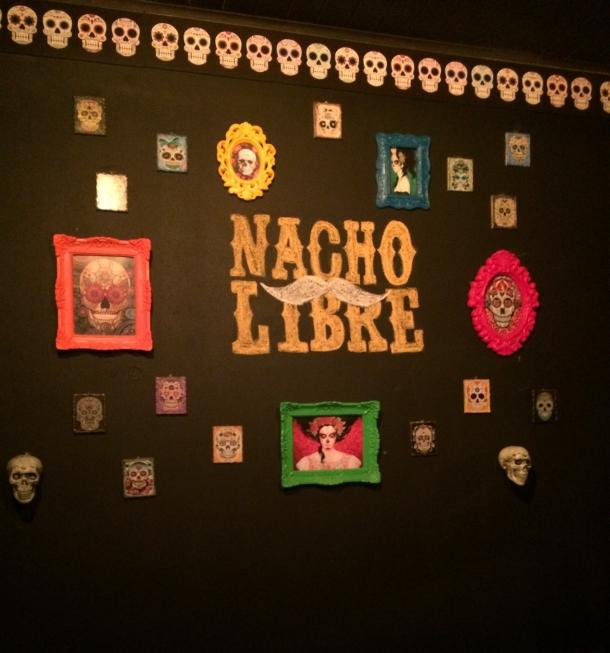Blog-vem-comigo-viagens-e-gastronomia-luiza-menezes-porto-alegre-nacho-libre-comida-mexicana-ambiente-parede-nacho