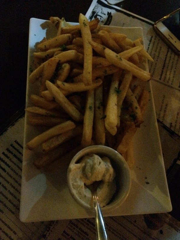 Blog-vem-comigo-viagens-e-gastronomia-luiza-menezes-quentins-batata-frita-Major-Marquis-Warren