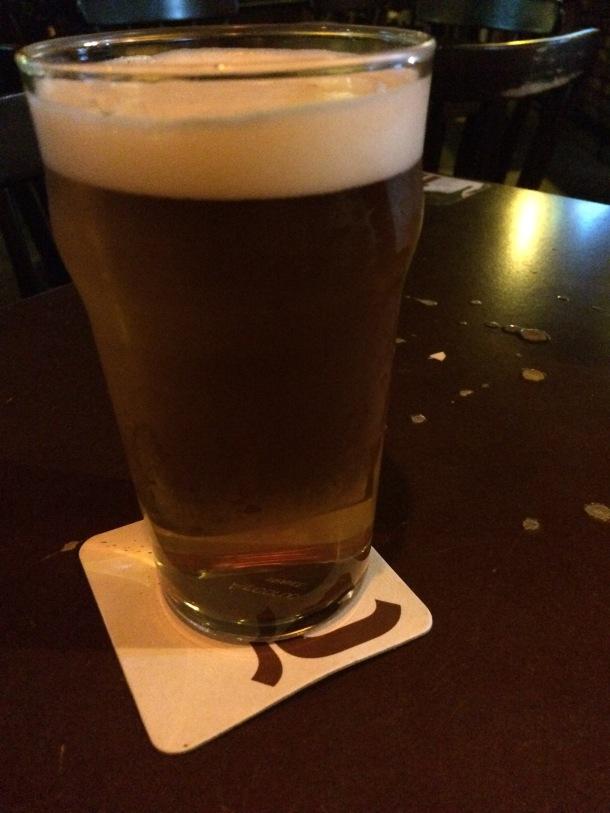 Blog-vem-comigo-viagens-e-gastronomia-luiza-menezes-quentins-cerveja