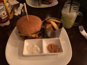 Aussie Burger: primeira hamburgueria com refil de batata em PortoAlegre