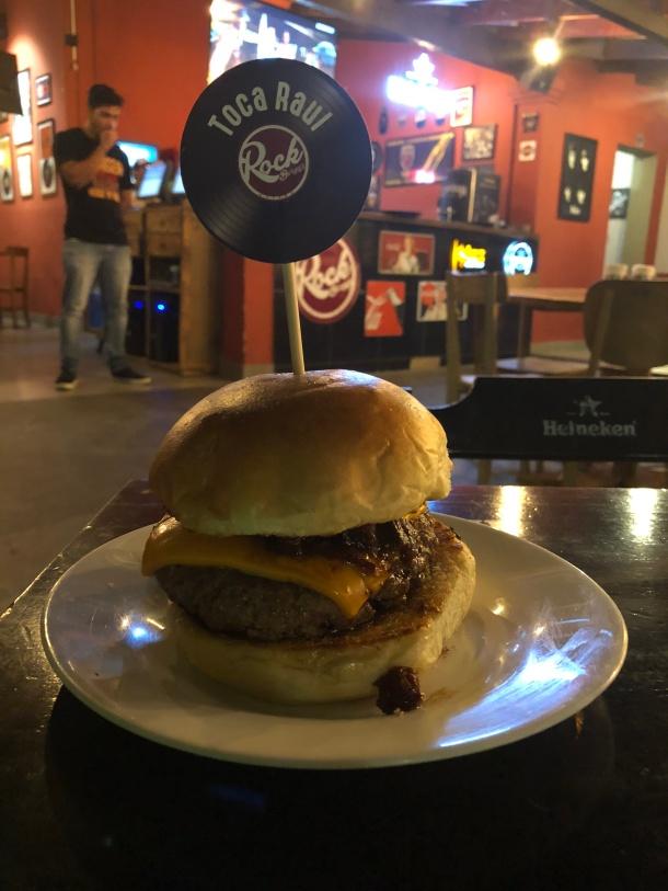 Hamburguer-toca-raul-Rock-burger-cuyaba-blog-vem-comigo-viagens-e-gastronomia-luiza-menezes